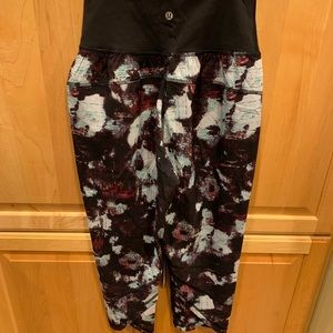 New with Tags Lululemon tranquil crops. Size 6